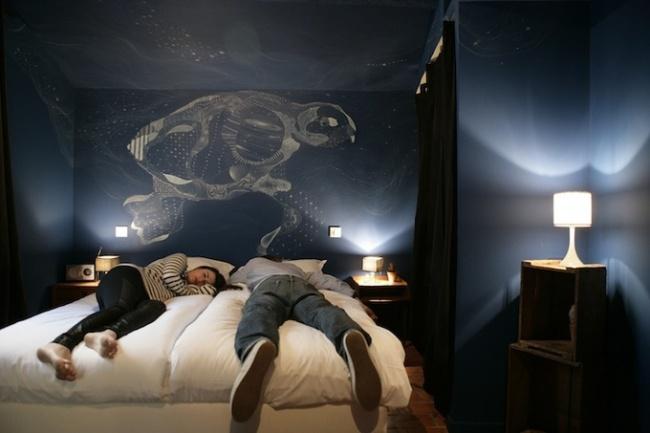 Контрастна кімната в готелі